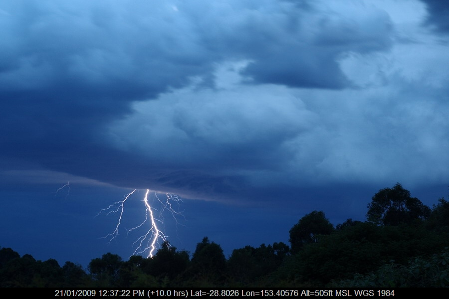 20081206mb12_lightning_bolts_mcleans_ridges_nsw