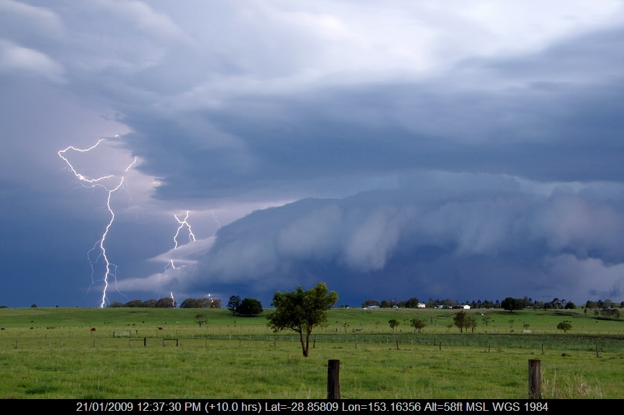 20081210mb82_lightning_bolts_clovass_nsw