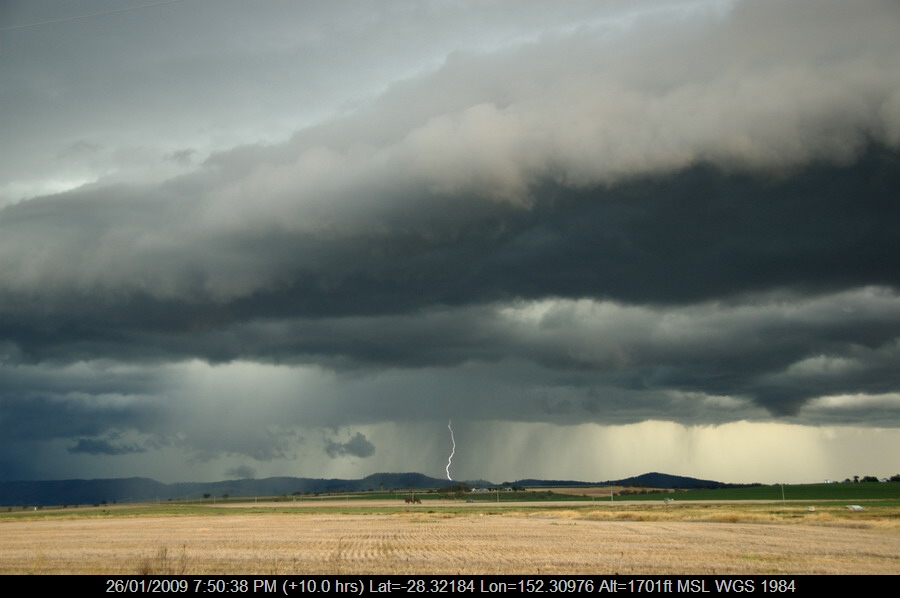 20090124mb73_lightning_bolts_near_killarney_qld