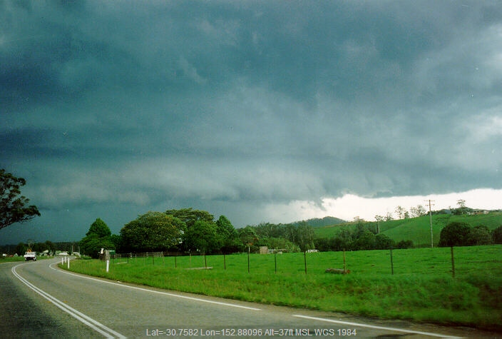 19920104mb02_thunderstorm_base_warrell_creek_nsw