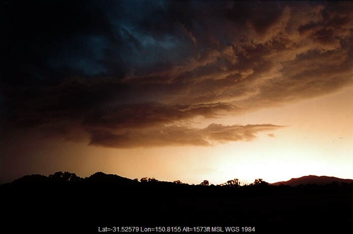 20001103jd25_thunderstorm_base_wallabdah_nsw