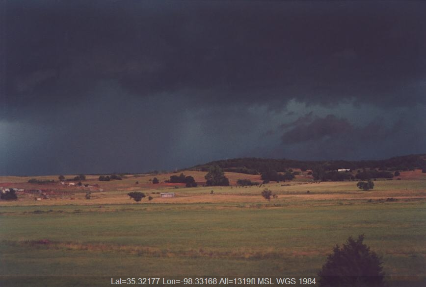 20030610jd08_thunderstorm_base_near_binger_oklahoma_usa