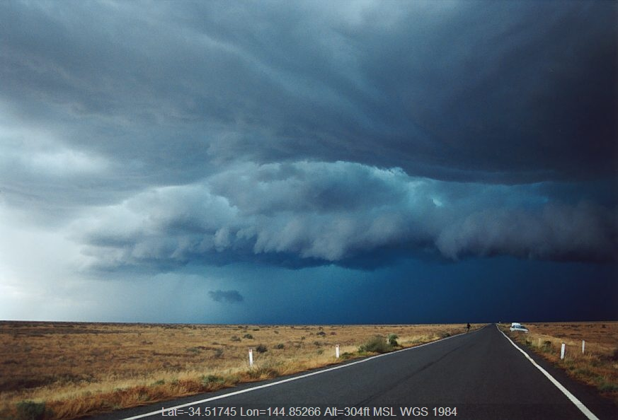 20031202jd01_thunderstorm_base_n_of_hay_nsw