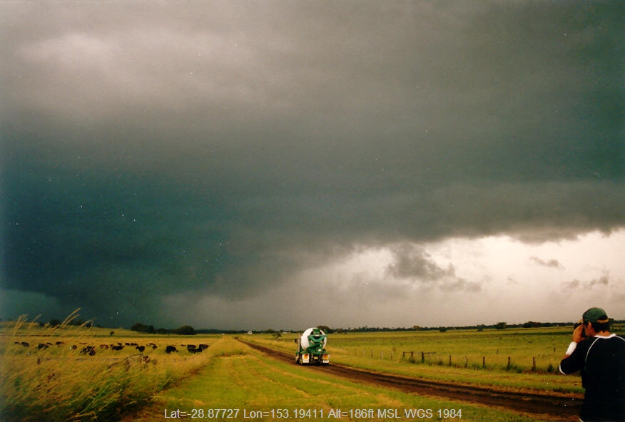20040318mb04_thunderstorm_base_mckees_hill_nsw