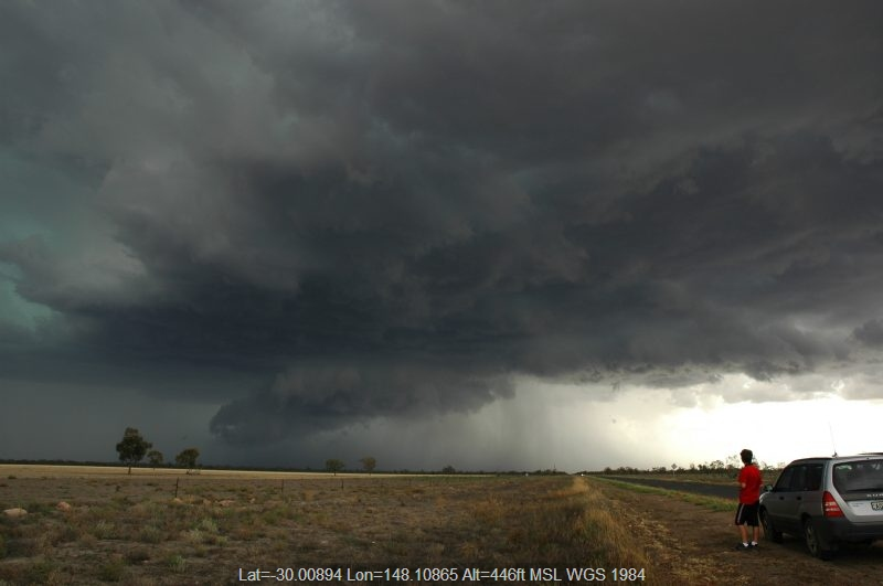 20041208mb057_thunderstorm_base_w_of_walgett_nsw