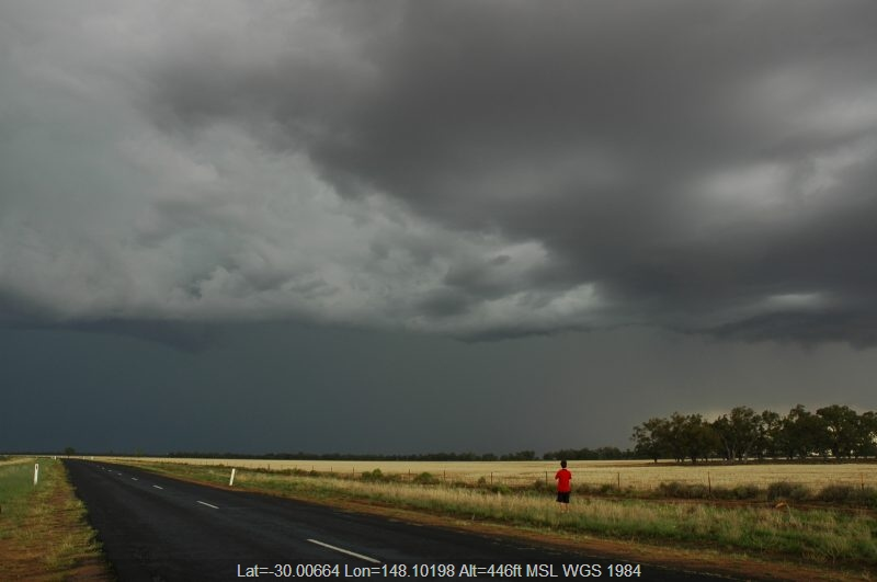20041208mb103_thunderstorm_base_s_of_walgett_nsw