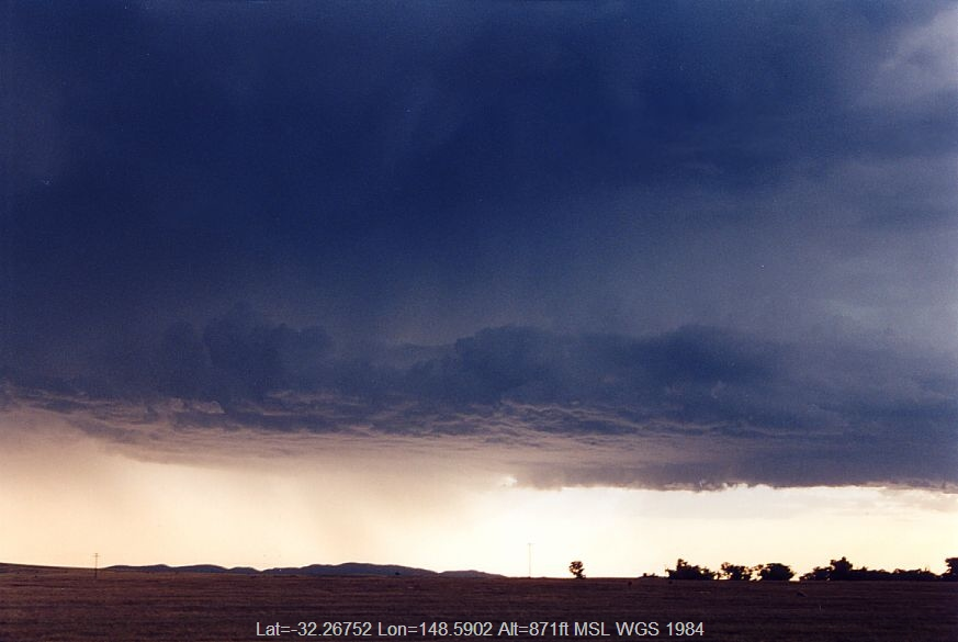 20041223jd03_thunderstorm_base_s_of_dubbo_nsw