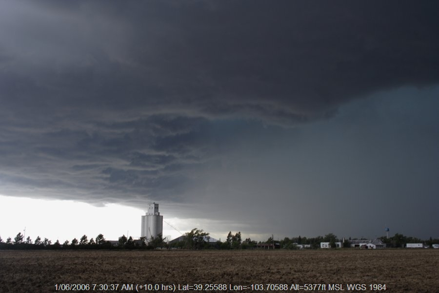 20060531jd23_thunderstorm_base_e_of_limon_colorado_usa