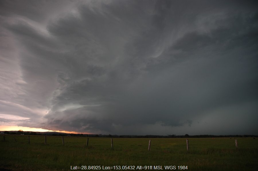 20061215mb22_thunderstorm_base_n_of_casino_nsw