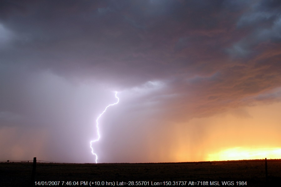 20070114mb29_thunderstorm_base_n_of_goodiwindi_qld