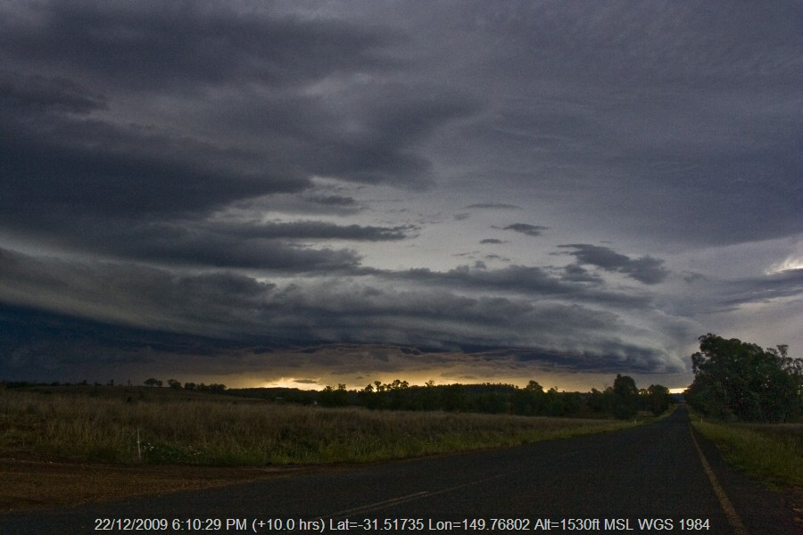 20091222jd62_thunderstorm_base_bomera_nsw