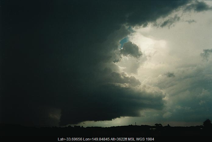 20010107jd07_supercell_thunderstorm_e_of_oberon_nsw