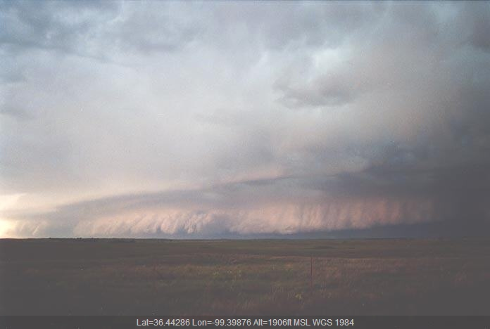 20010527jd13_supercell_thunderstorm_w_of_woodward_oklahoma_usa