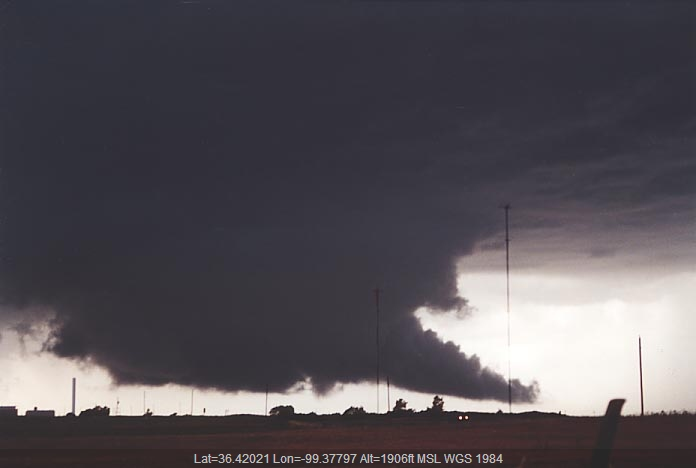 20010605jd10_supercell_thunderstorm_s_of_woodward_oklahoma_usa