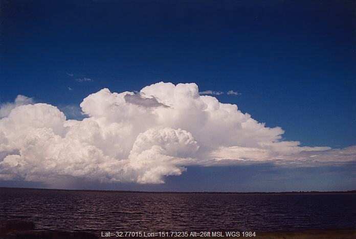 20020208jd12_supercell_thunderstorm_e_of_raymond_terrace_nsw