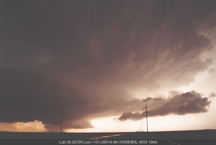 20020523jd11_supercell_thunderstorm_se_of_spearman_texas_usa
