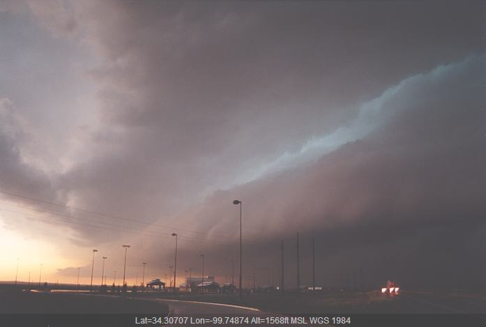 20020524jd11_supercell_thunderstorm_near_quanah_texas_usa