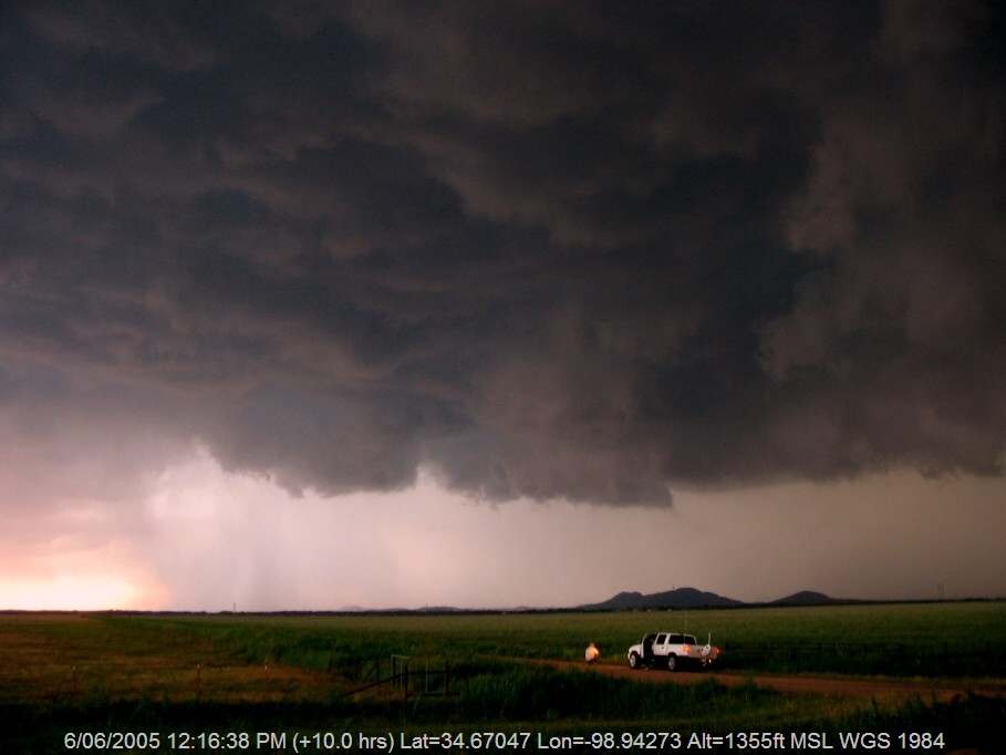 20050605jd22_supercell_thunderstorm_near_snyder_oklahoma_usa