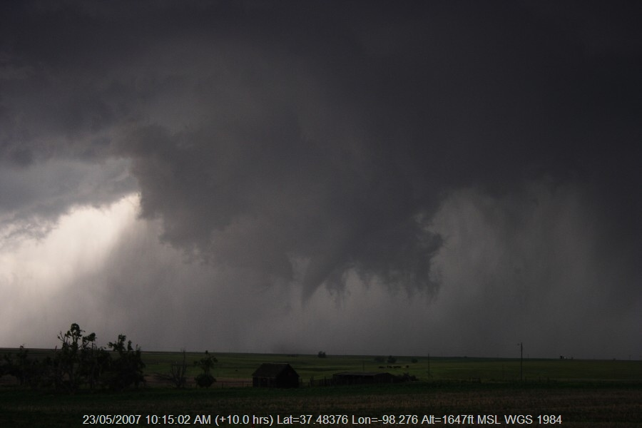 20070522jd106_supercell_thunderstorm_e_of_st_peters_kansas_usa