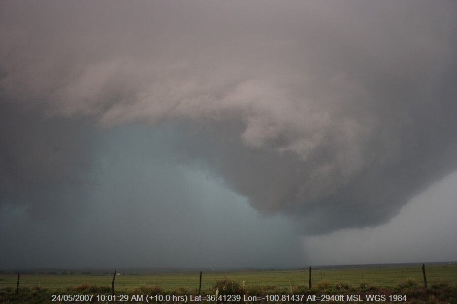 20070523jd51_supercell_thunderstorm_se_of_perryton_texas_usa