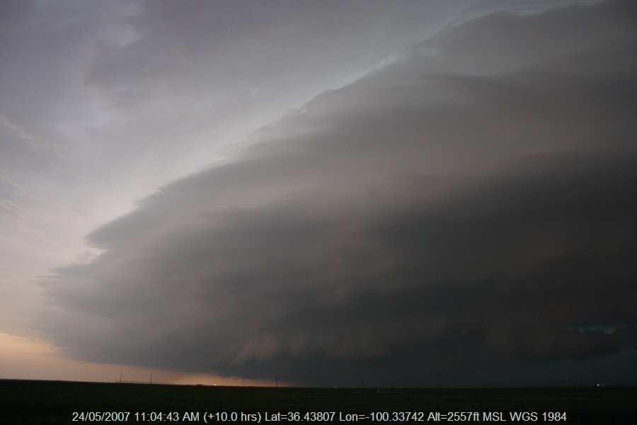 20070523jd73_supercell_thunderstorm_s_of_darrouzett_texas_usa