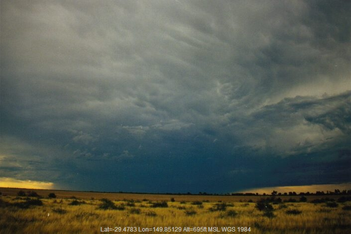 19990130mb20_thunderstorm_anvils_s_of_moree_nsw