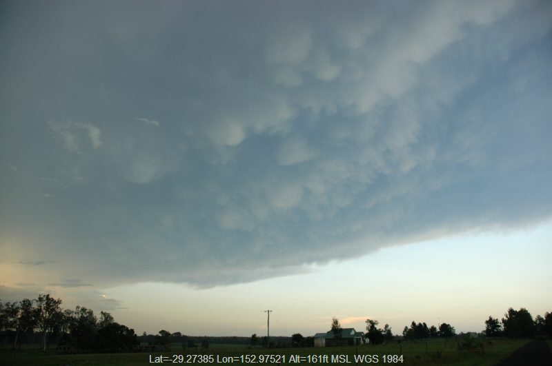 20050202mb25_thunderstorm_anvils_whiporie_nsw