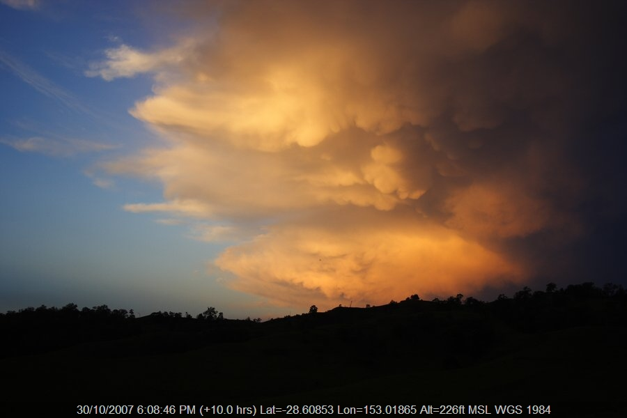 20071030jd36_thunderstorm_anvils_near_kyogle_nsw