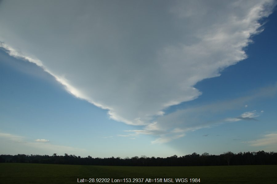 20081210mb25_thunderstorm_anvils_ruthven_nsw