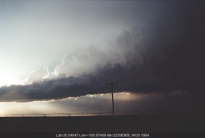 20010529jd18_thunderstorm_updrafts_near_pampa_texas_usa