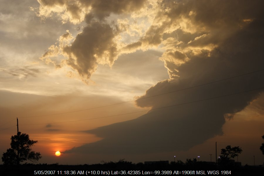 20070504jd41_thunderstorm_updrafts_e_of_woodward_oklahoma_usa