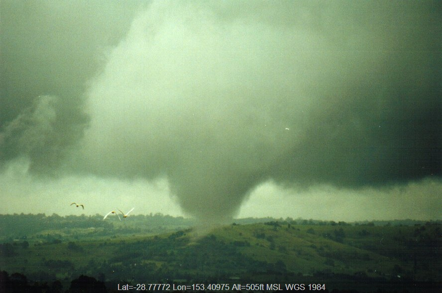 20010129mb04_funnel_tornado_waterspout_mcleans_ridges_nsw