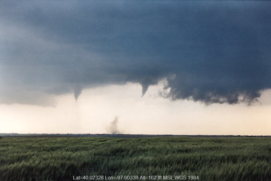 20040524jd02_funnel_tornado_waterspout_w_of_chester_nebraska_usa