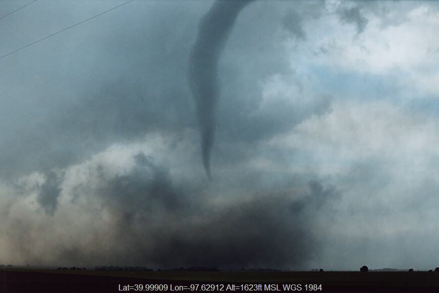 20040524jd09_funnel_tornado_waterspout_w_of_chester_nebraska_usa