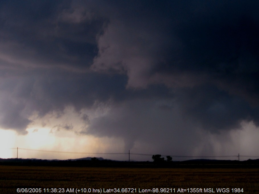 20050605jd17_funnel_tornado_waterspout_mountain_park_n_of_snyder_oklahoma_usa