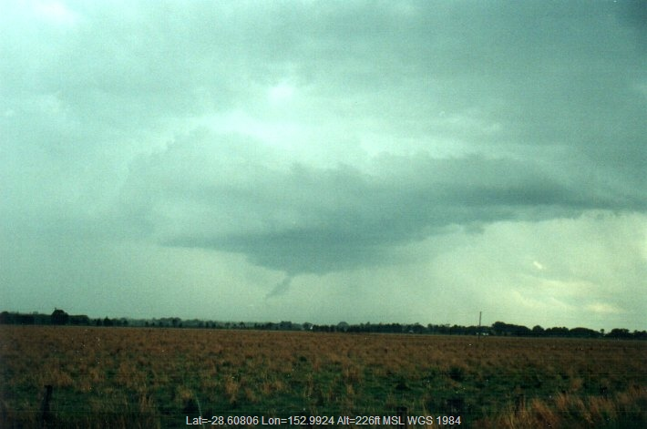 20001105mb19_thunderstorm_wall_cloud_s_of_kyogle_nsw