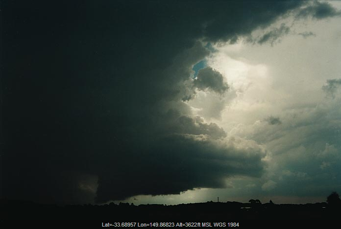 20010107jd07_thunderstorm_wall_cloud_e_of_oberon_nsw