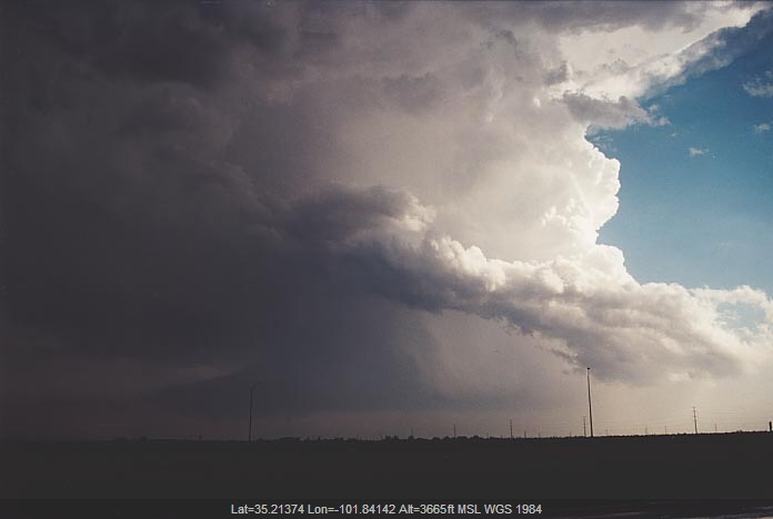 20010529jd09_thunderstorm_wall_cloud_amarillo_texas_usa