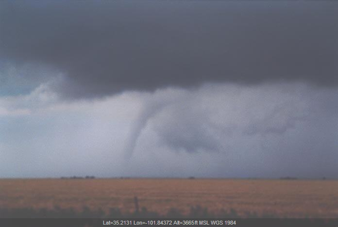 20010529jd15_thunderstorm_wall_cloud_n_of_amarillo_texas_usa