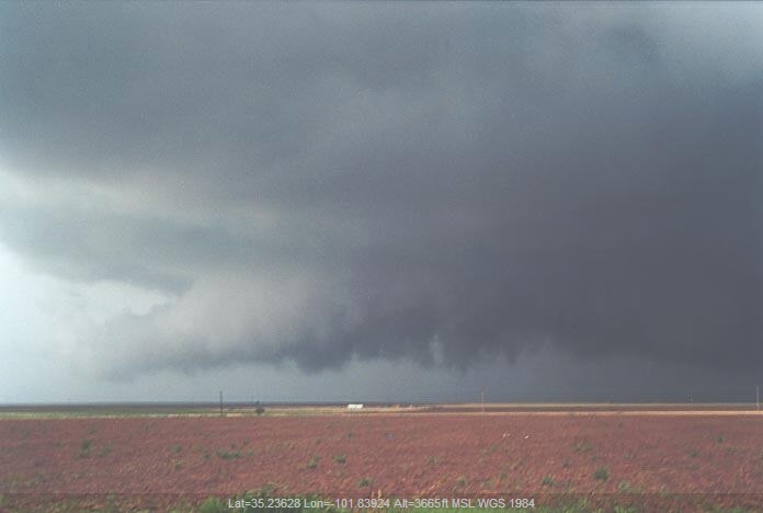 20010529jd17_thunderstorm_wall_cloud_ne_of_amarillo_texas_usa