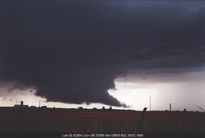 20010605jd09_thunderstorm_wall_cloud_s_of_woodward_oklahoma_usa
