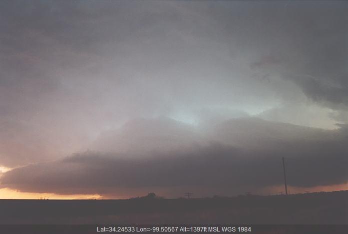 20020524jd18_thunderstorm_wall_cloud_near_chillicothe_texas_usa