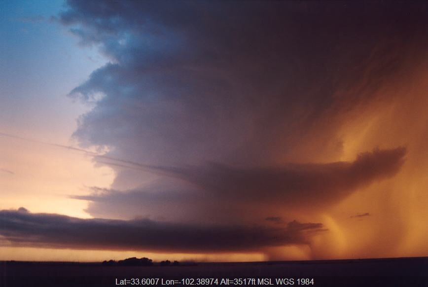 20030603jd23_thunderstorm_wall_cloud_near_levelland_texas_usa