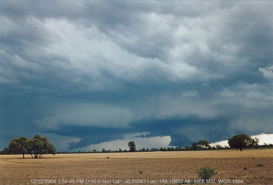 20041208jd10_thunderstorm_wall_cloud_40km_sw_of_walgett_nsw