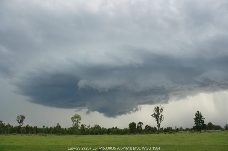 20041219mb31_thunderstorm_wall_cloud_near_whiporie_nsw