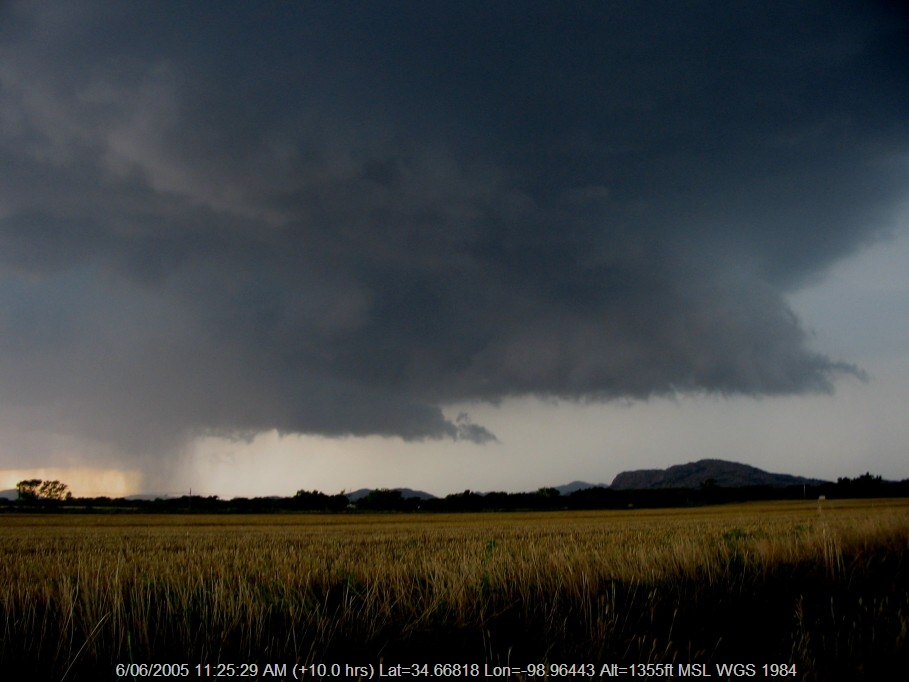 20050605jd11_thunderstorm_wall_cloud_mountain_park_n_of_snyder_oklahoma_usa