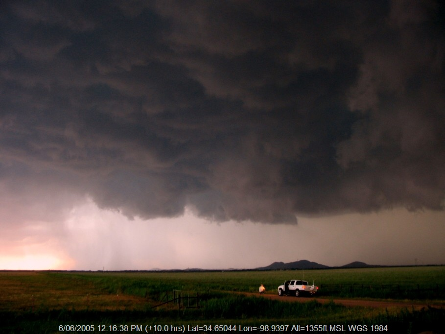 20050605jd22_thunderstorm_wall_cloud_near_snyder_oklahoma_usa