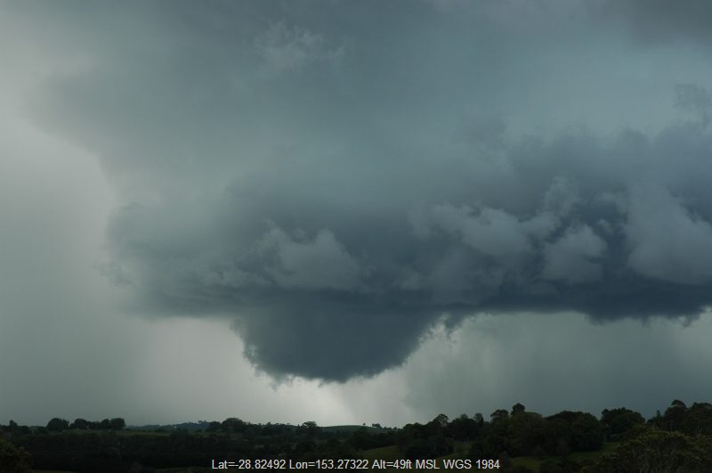 20051129mb23_thunderstorm_wall_cloud_near_lismore_nsw