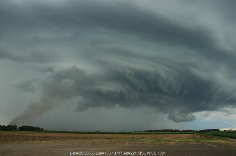 20051217mb037_thunderstorm_wall_cloud_w_of_broadwater_nsw