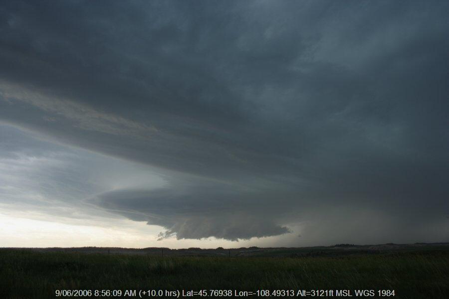 20060608jd55_thunderstorm_wall_cloud_e_of_billings_montana_usa